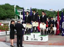表彰式(中央が大竹主将)
