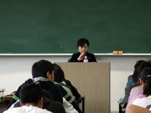 メイプル 浅野憲さん 国際学部で講演①