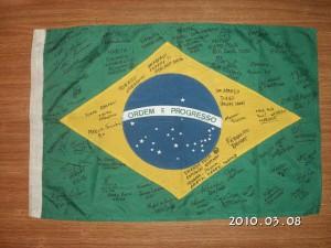 ブラジル国旗に寄せ書き