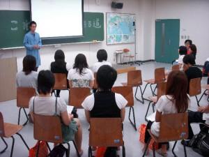 国際学部卒業生特別授業