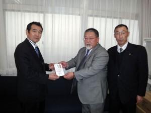 静岡県支部から陸上競技部へ箱根駅伝支援金が贈呈される