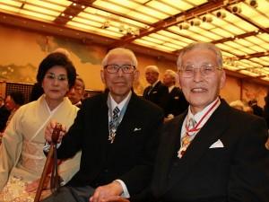 伝達式後喜びの藤渡前理事長と石橋名誉教授ご夫妻