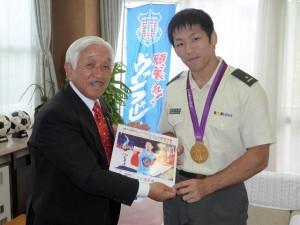 米満達弘が先輩議員を表敬訪問