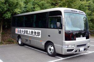 バス(正面、右側)