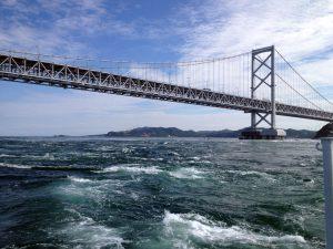 遊覧船より 鳴門海峡大橋